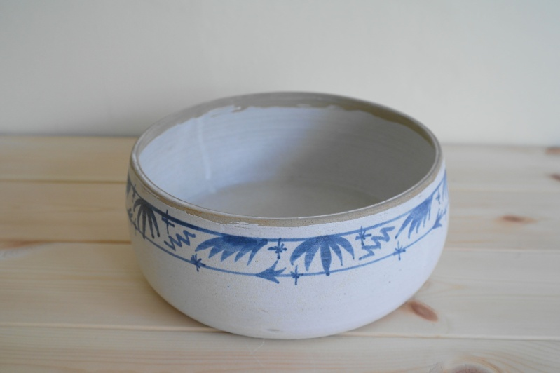 Blue and White Pottery Dish Marked with a Single impressed L Bowl_110