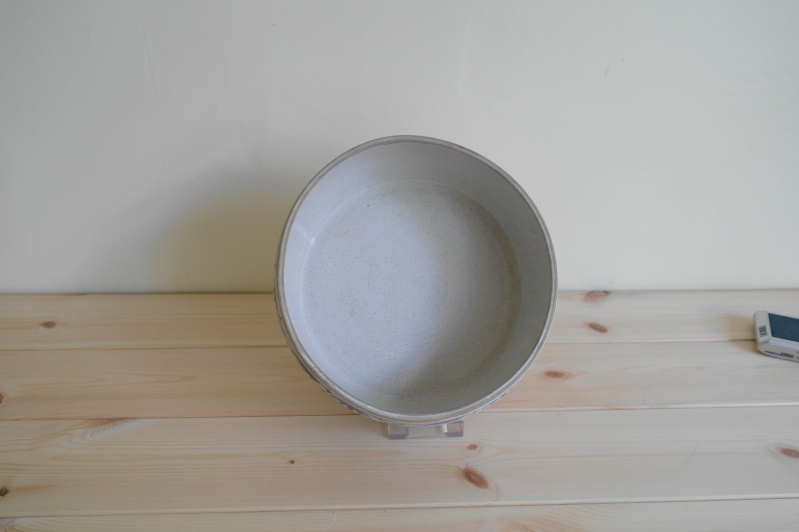 Blue and White Pottery Dish Marked with a Single impressed L Bowl_111