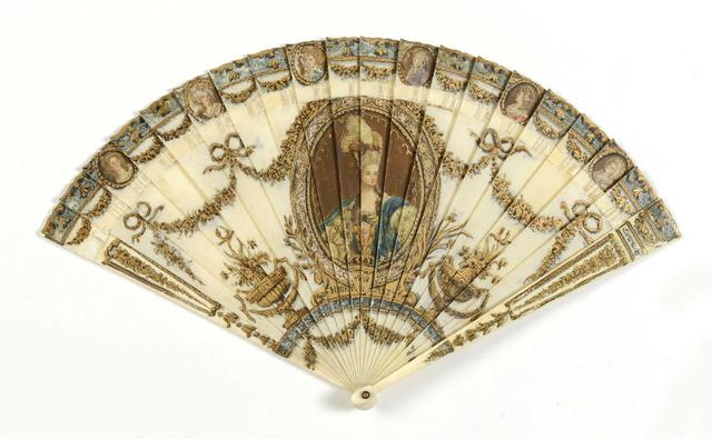 A vendre: un éventail Marie-Antoinette avec portraits de la famille royale et armes de France 1df44010