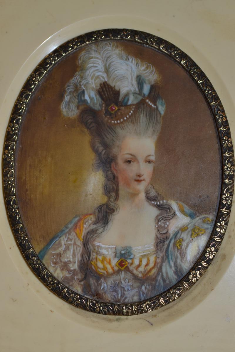 A vendre: miniatures de Marie Antoinette et de ses proches - Page 3 88786-10