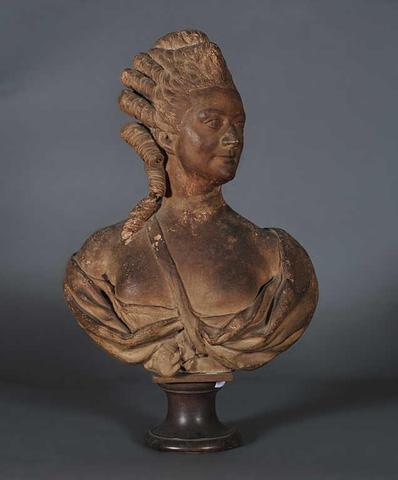 A vendre: bustes de Marie Antoinette? - Page 2 E1e34210