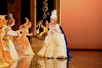 """Comédie musicale """"Marie-Antoinette"""" par Michael Kunze et Sylvester Levay Ensemb10"""