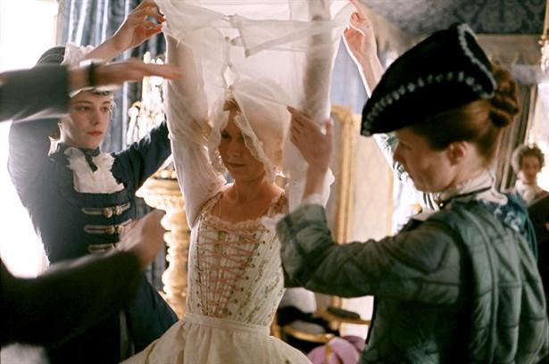 Marie Antoinette avec Kirsten Dunst (Sofia Coppola) - Page 2 Marie_15