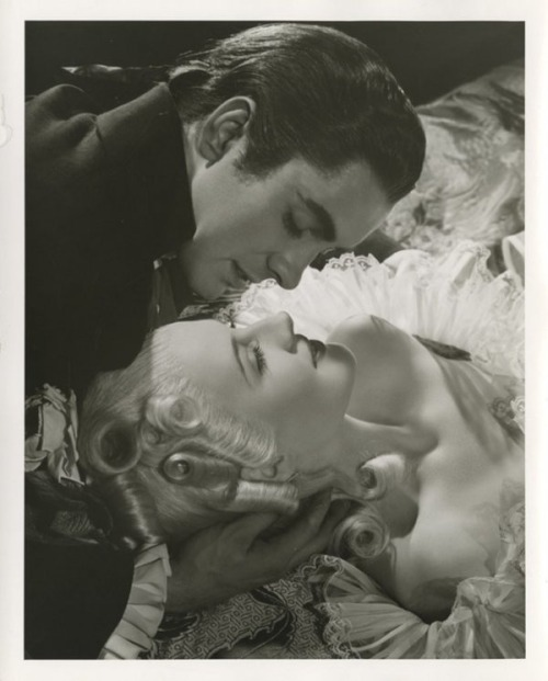 Marie Antoinette avec Norma Shearer (Van Dyke) - Page 8 Tumblr41