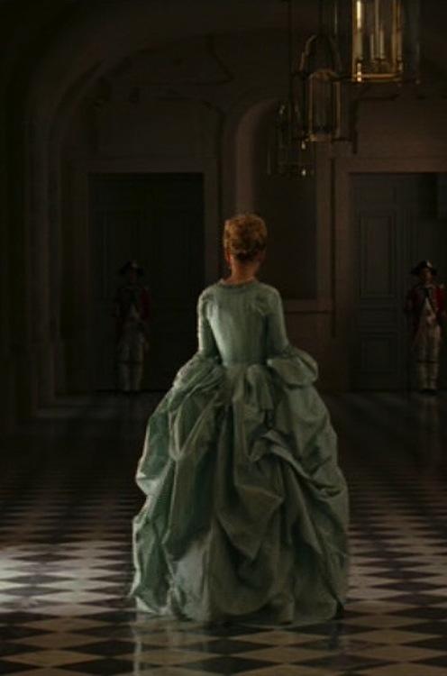 Marie Antoinette avec Kirsten Dunst (Sofia Coppola) - Page 2 Zrob10
