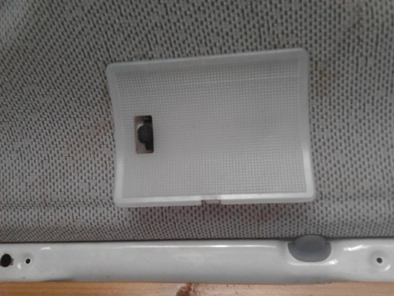 Remplacement ampoule plafonnier arrière 2014-110