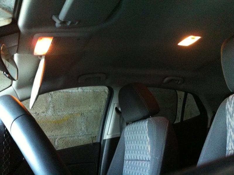 Montage ampoules LED 5W plafonnier et plaque d'immatriculation Opel Mokka Img_0510