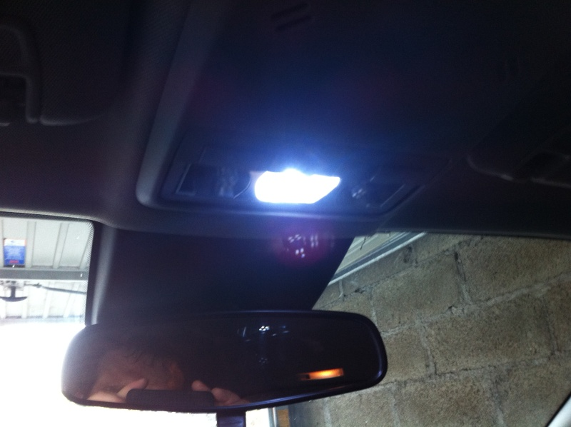 Montage ampoules LED 5W plafonnier et plaque d'immatriculation Opel Mokka Img_0513