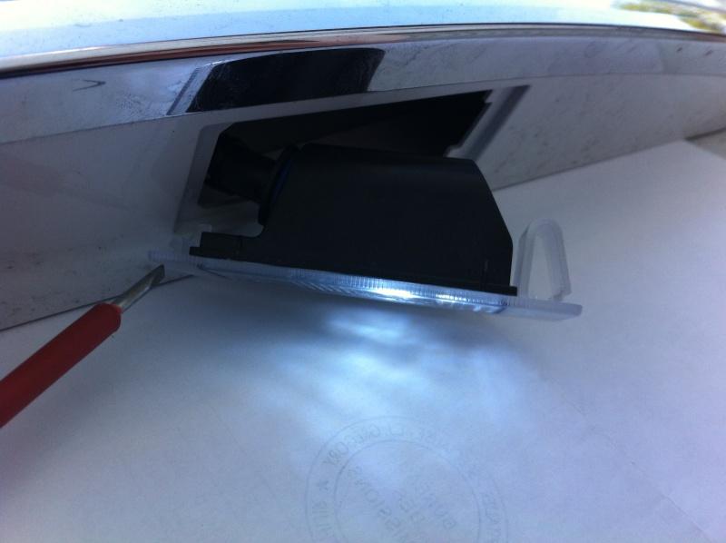 Montage ampoules LED 5W plafonnier et plaque d'immatriculation Opel Mokka Img_0516
