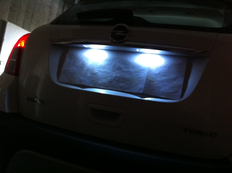 Montage ampoules LED 5W plafonnier et plaque d'immatriculation Opel Mokka Img_0519