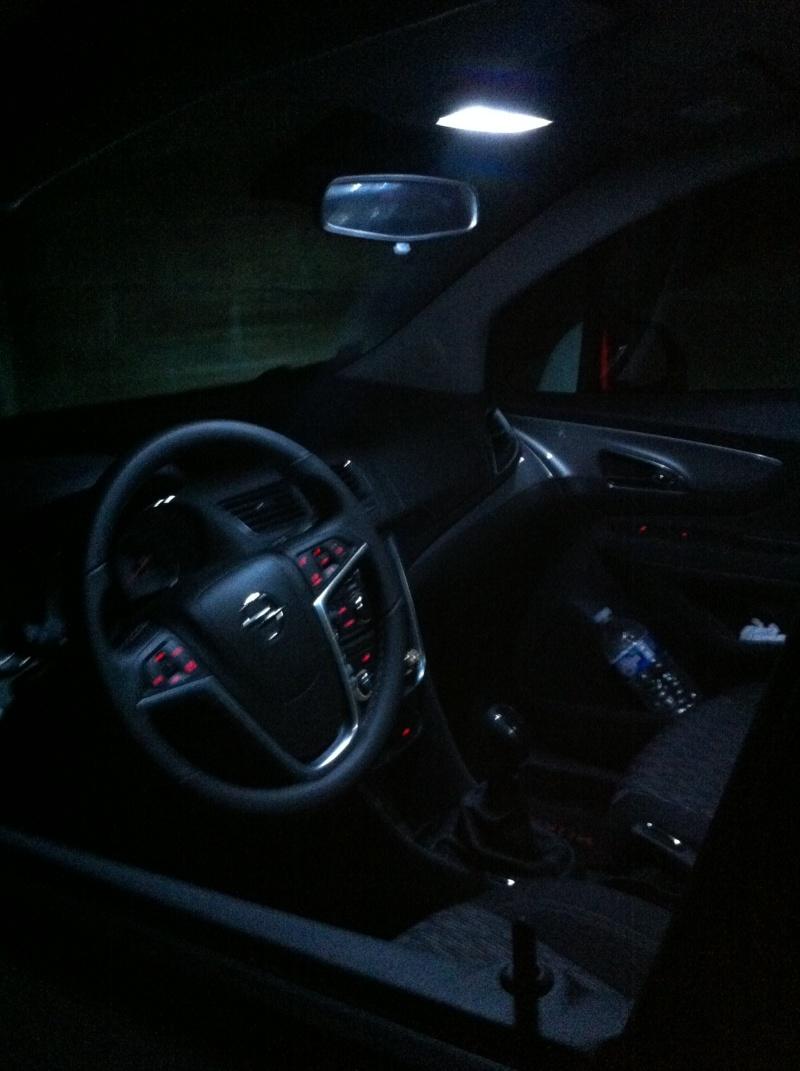 Montage ampoules LED 5W plafonnier et plaque d'immatriculation Opel Mokka Img_0610