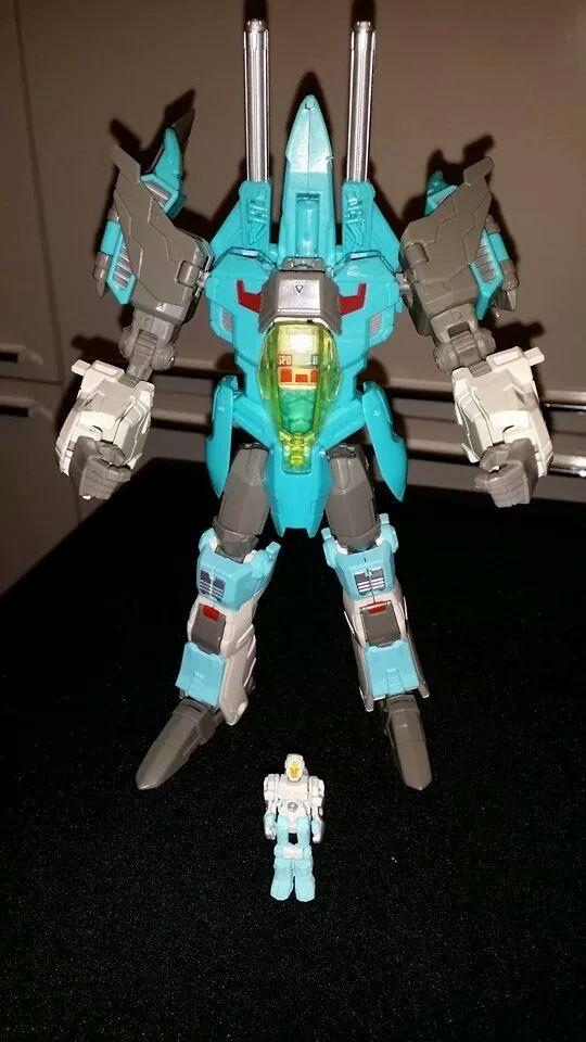 Collection Transformers de sylv1  (AOE, CHUG, TF PRIME, BH, MP, LABELS INDÉS ET G1.. ) - Page 24 Img_1017