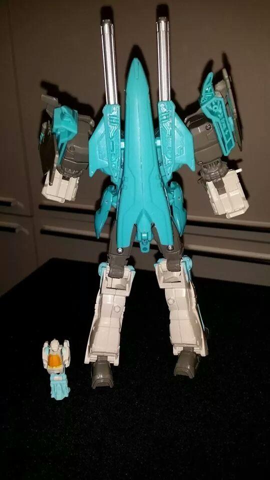Collection Transformers de sylv1  (AOE, CHUG, TF PRIME, BH, MP, LABELS INDÉS ET G1.. ) - Page 24 Img_1019