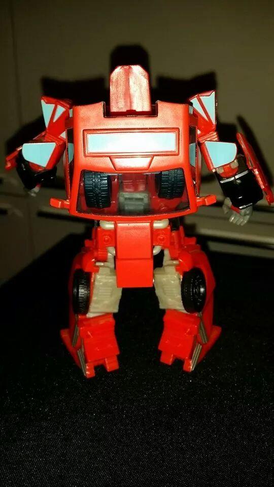 Collection Transformers de sylv1  (AOE, CHUG, TF PRIME, BH, MP, LABELS INDÉS ET G1.. ) - Page 24 Img_1416