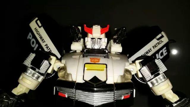 Collection Transformers de sylv1  (AOE, CHUG, TF PRIME, BH, MP, LABELS INDÉS ET G1.. ) - Page 24 Img_1612