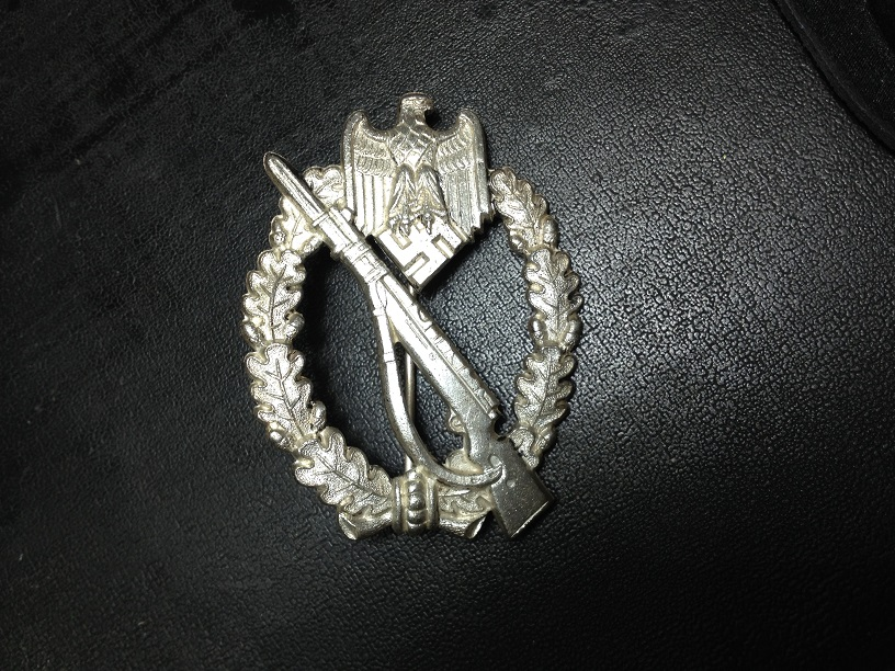 """Rare variante de Infanterie Sturmabzeichen in silber, S&L, """"Oval Hinge set up"""" Img_4012"""