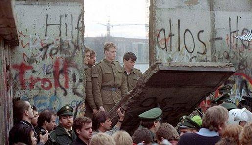 9 de noviembre de 1989  Cae el muro de Berlín  Muro_d10