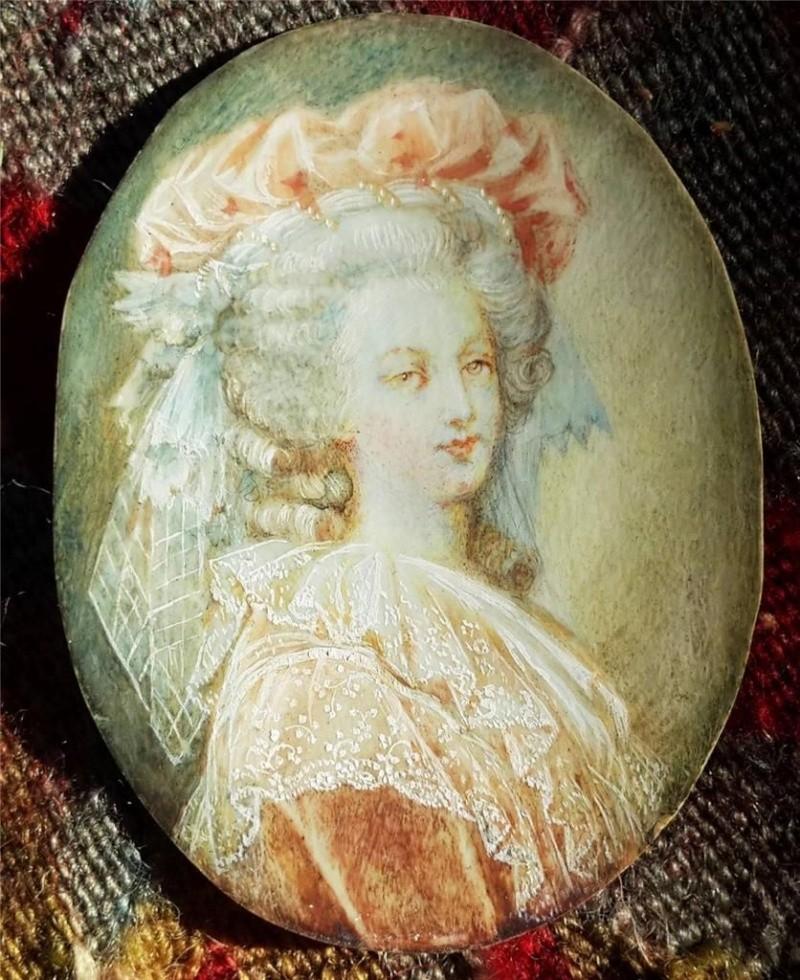 A vendre: miniatures de Marie Antoinette et de ses proches - Page 3 Zmin10