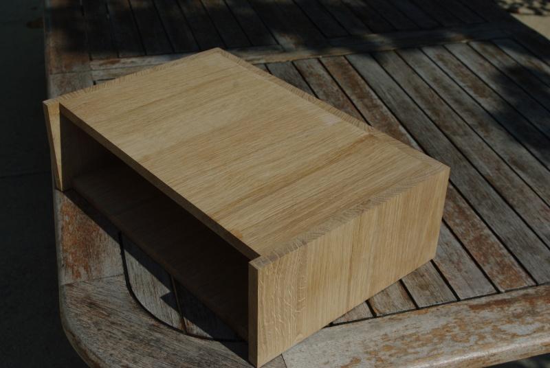 Une table de nuit hexaèdres Imgp0210