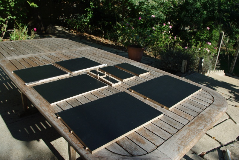 Une table de nuit hexaèdres Imgp0211