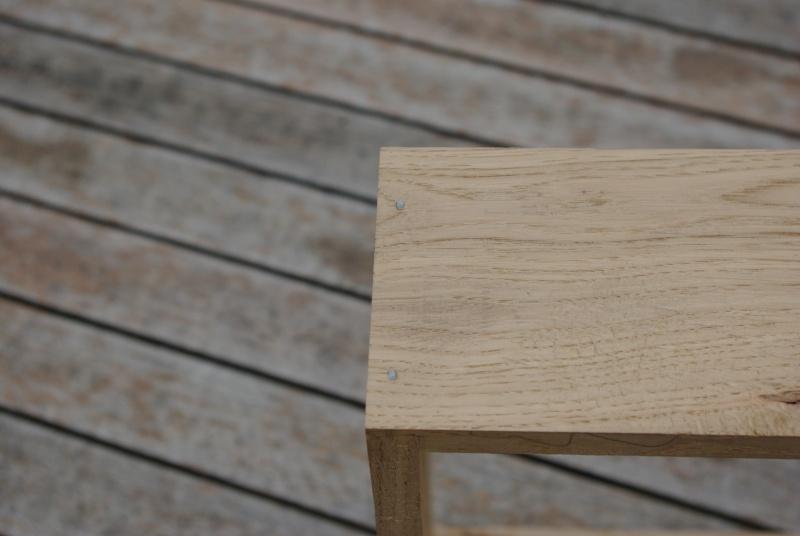 Une table de nuit hexaèdres Imgp0213