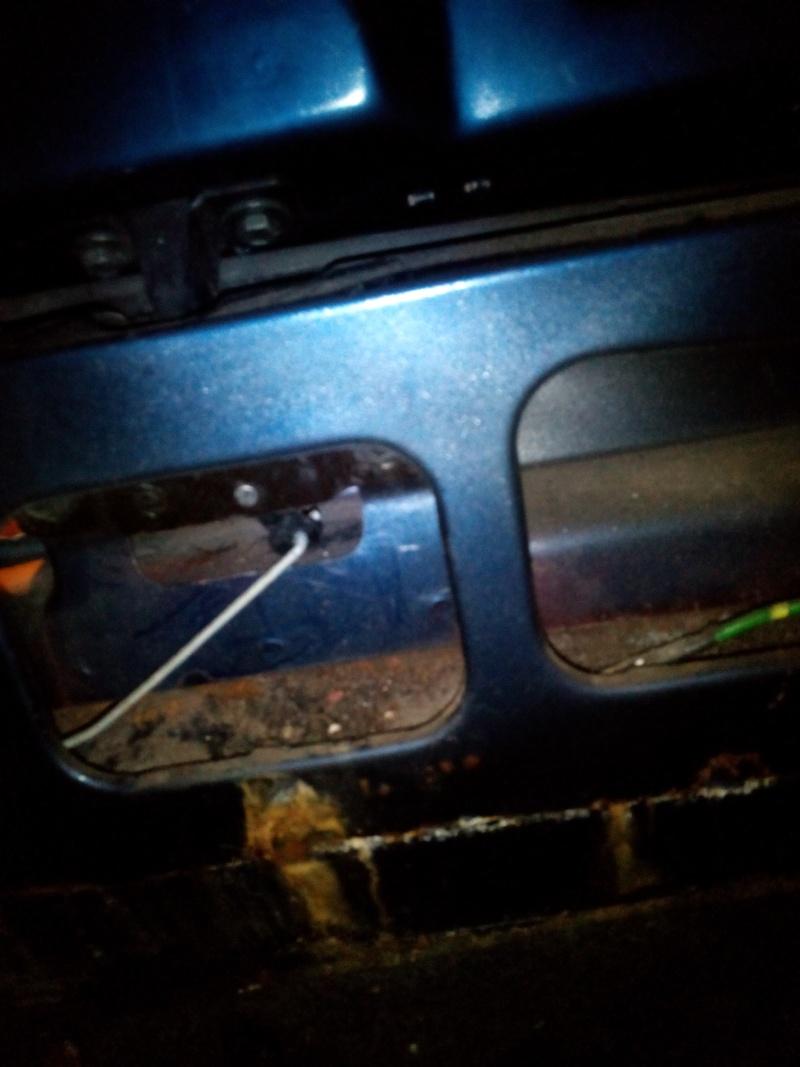 reparer mon coffre de  ma peugeot Img_2014