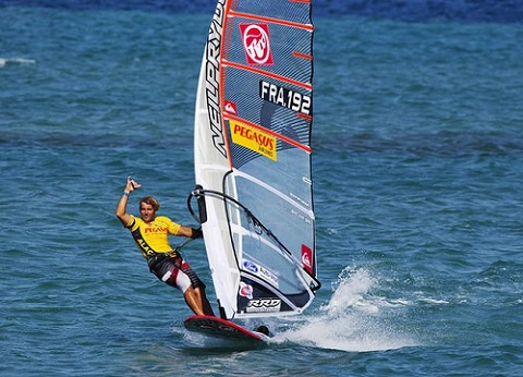 @VendrediEtMoi #VendrediEtMoi #CommunityManager : #windsurf : #AntoineAlbeau #champion du #monde Antoin10