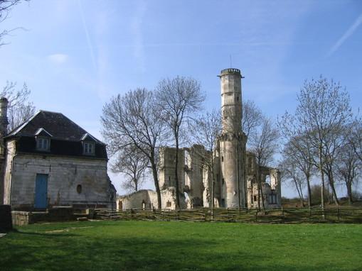@VendrediEtMoi #VendrediEtMoi#CommunityMananger : Connaissez vous le #château de #Folleville Le-chc10