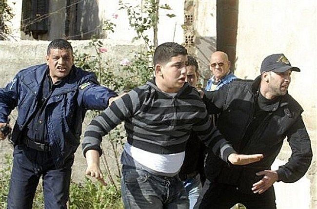 L'Algerie est fiere de sa police on ne peut que desapprouver ! Mimoun11