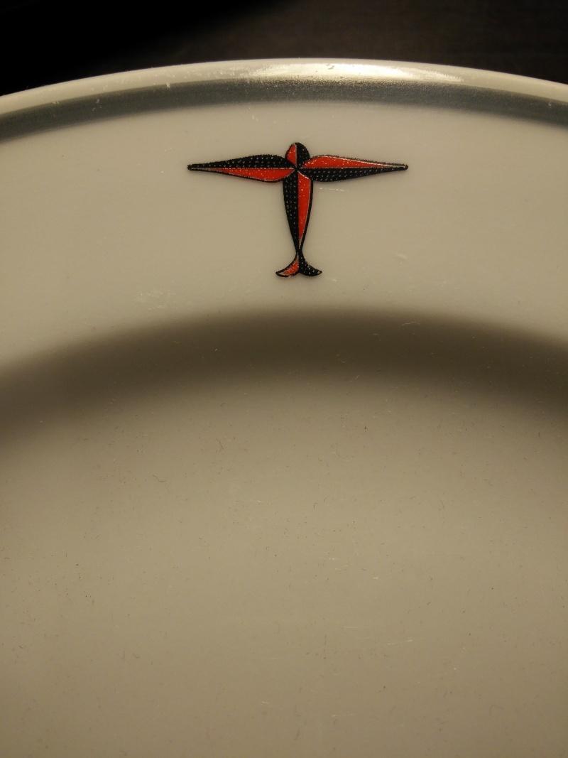 DAF - Assiette plate avec insigne société à déterminer Img20113