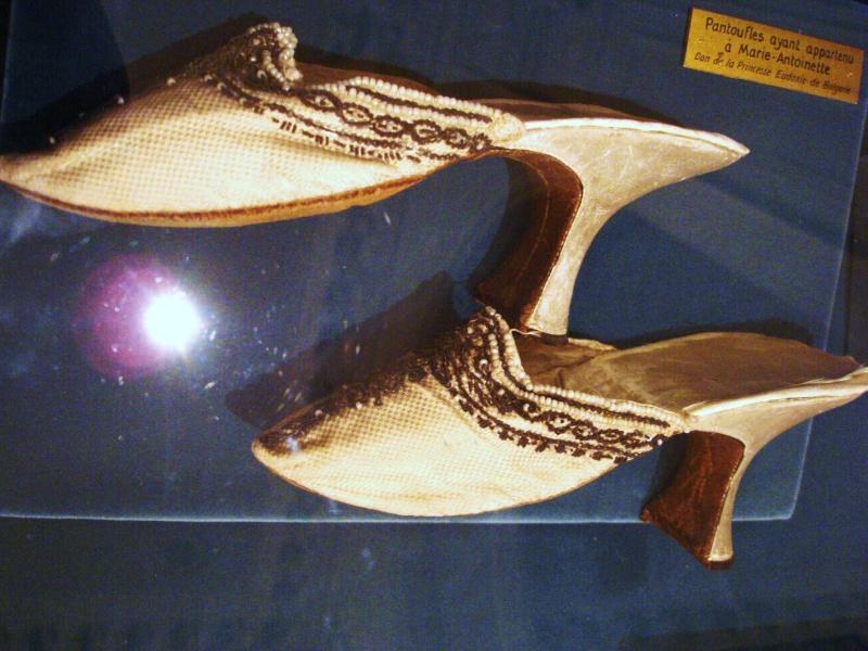 Les souliers et chaussures de Marie-Antoinette  - Page 2 Dsc05912