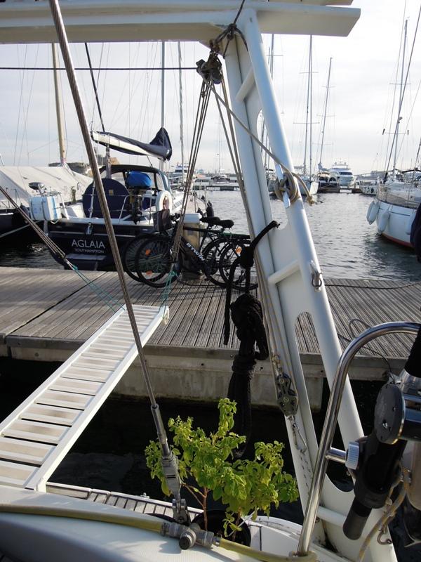 PORTIQUE - Un exemple de portique en alu sur Océanis 430 310