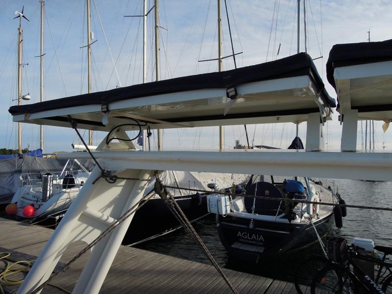 PORTIQUE - Un exemple de portique en alu sur Océanis 430 910