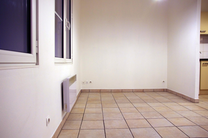 Petit salon en longueur sur cuisine ouverte Salon410