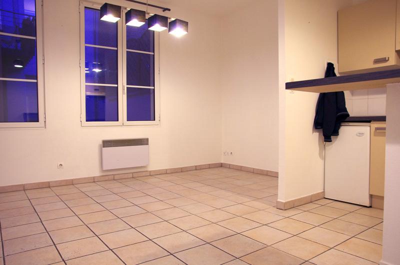 Petit salon en longueur sur cuisine ouverte Salon510