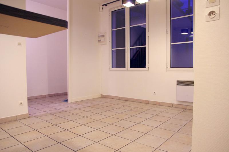 Petit salon en longueur sur cuisine ouverte Salon610