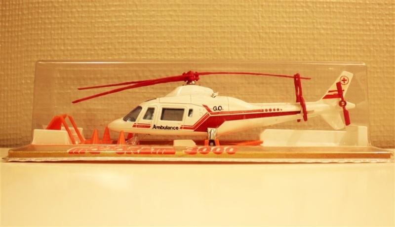 N°3043 Hélicoptère Agusta 109 Ambula11