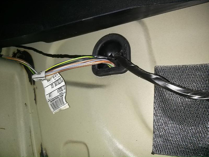 Eau dans le compartiment de la roue de secours [RÉSOLU] Img710