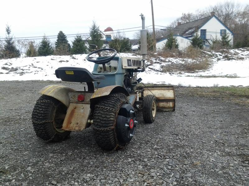 Suburban 12 Carburetor  11301415