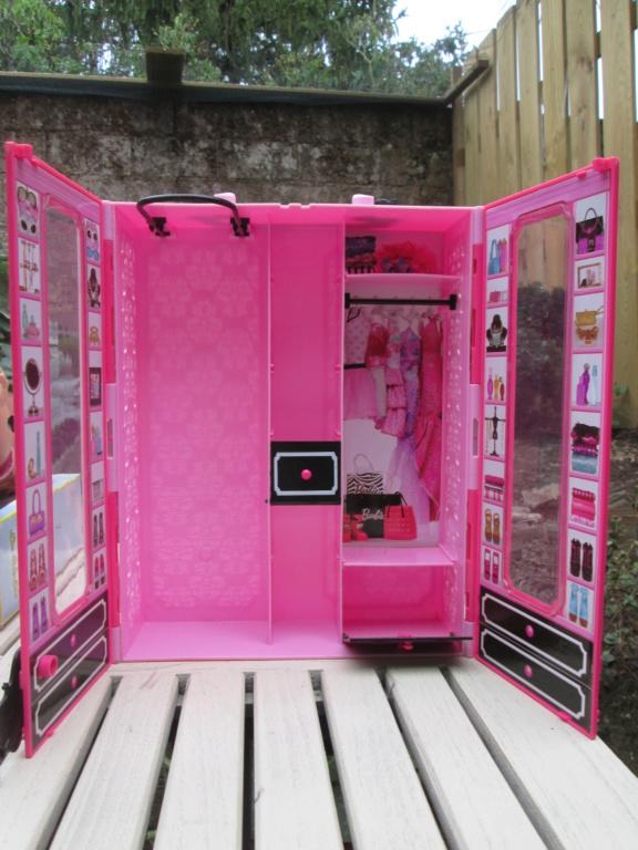 vend dressing barbie (baisse de prix) Img_0959