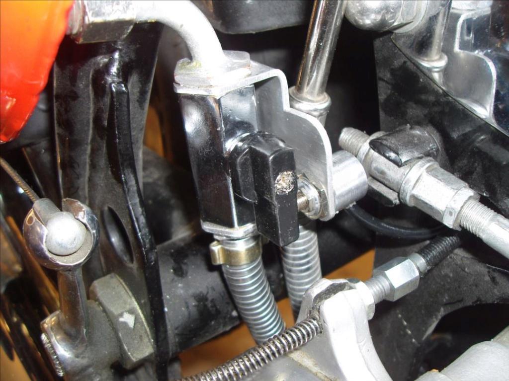 vanne sur réservoir d'huile avec antidémarrage. Sdc15412