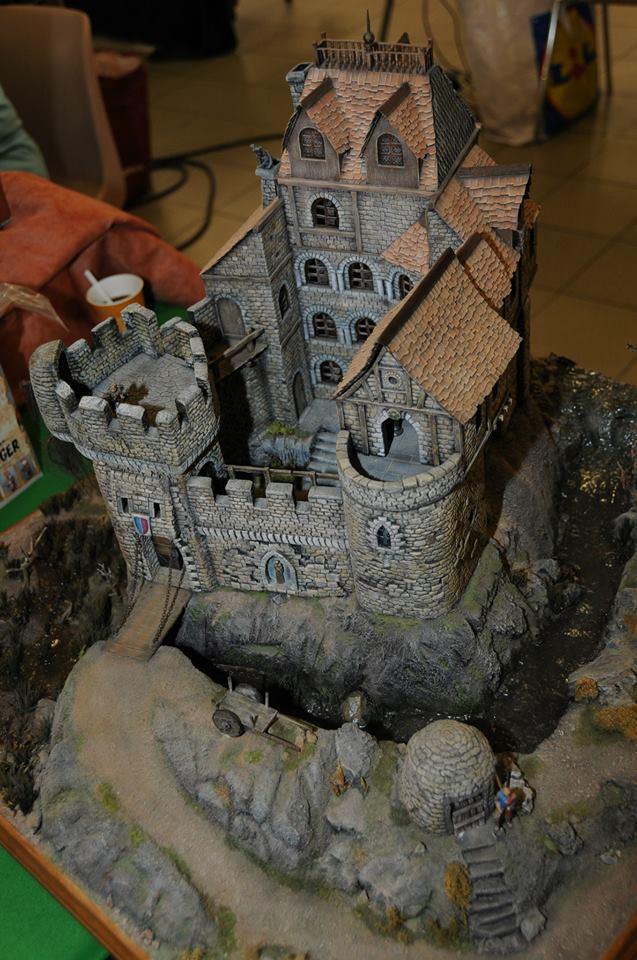 Village médiéval fortifié 13960510