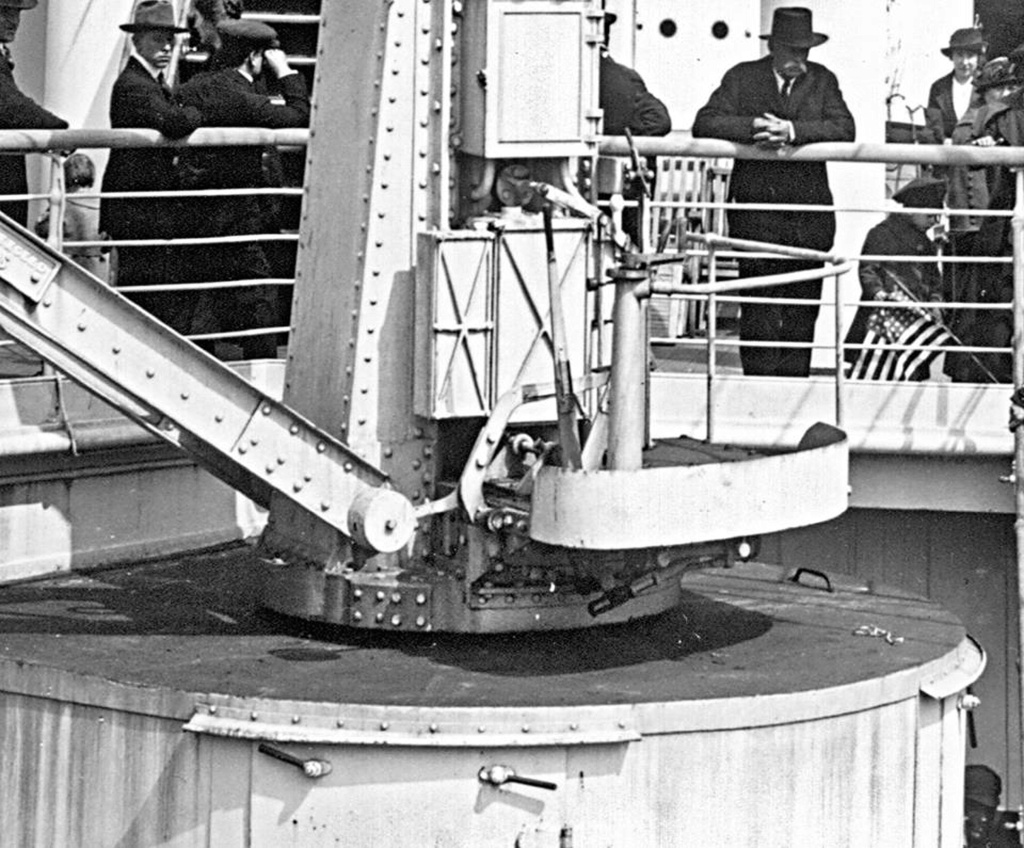 Titanic au 1/200 Trumpeter - Page 3 Crane410