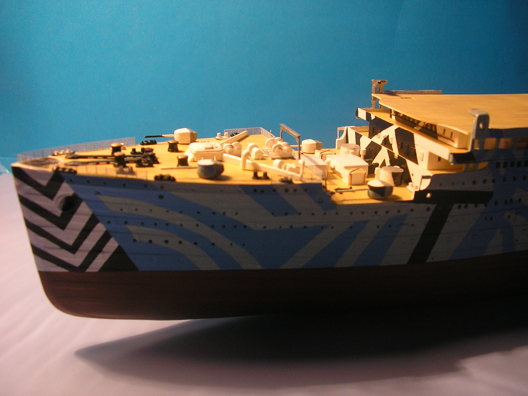 HMT Olympic dazzle. revell 1/570. - Page 2 P5080710