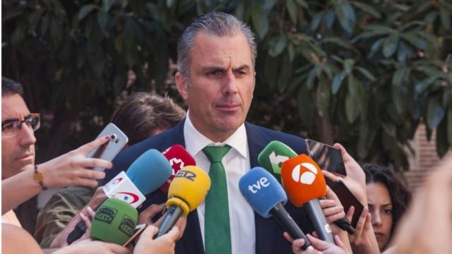 """[VOX] Ortega Smith: """"¿Dónde está el Gobierno de España para proteger a los españoles?"""" 18942310"""