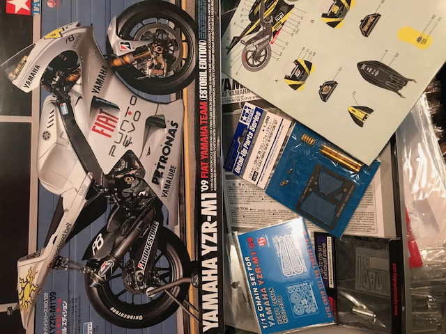 tamiya 1/12 yzr-m1 2009 tech3 monster Img_2110