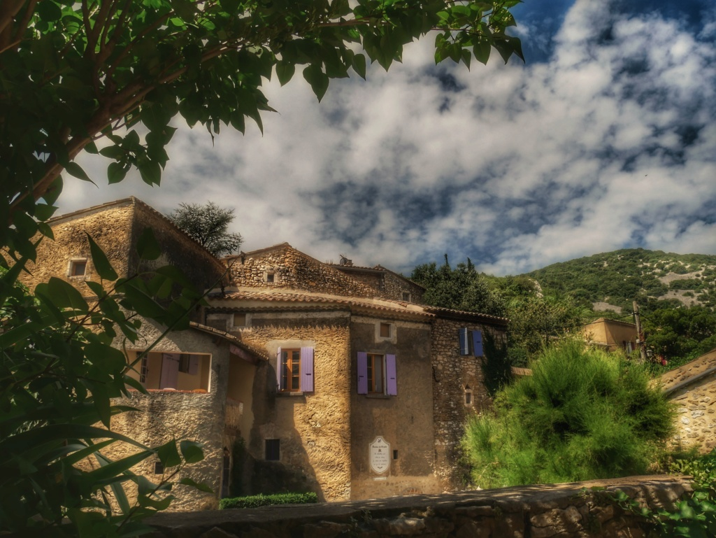 Village de Montan (07) Forum10