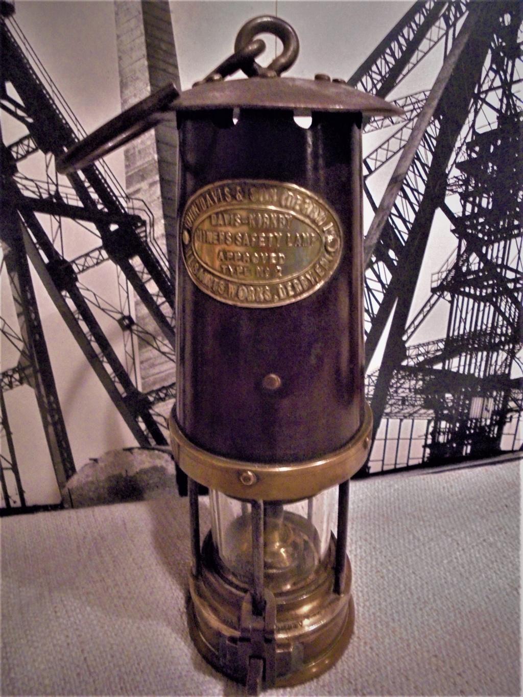 lampes de mineurs,  divers objets de mine, outils de mineur et documents  - Page 11 Dsc00911