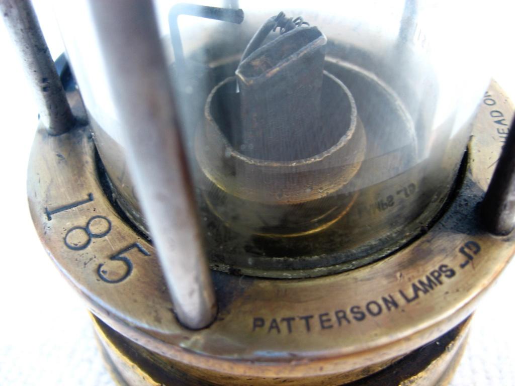 lampes de mineurs,  divers objets de mine, outils de mineur et documents  - Page 10 Img_2114