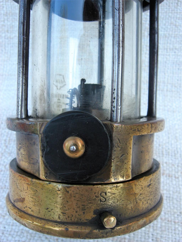 lampes de mineurs,  divers objets de mine, outils de mineur et documents  - Page 10 Img_2116
